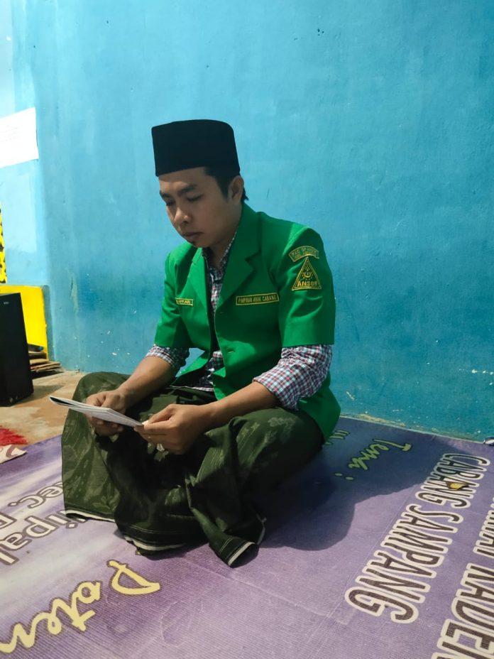Salah Satu Pengurus PAC Asnor Sampang Saat Melakukan Pembacaan Al Quran