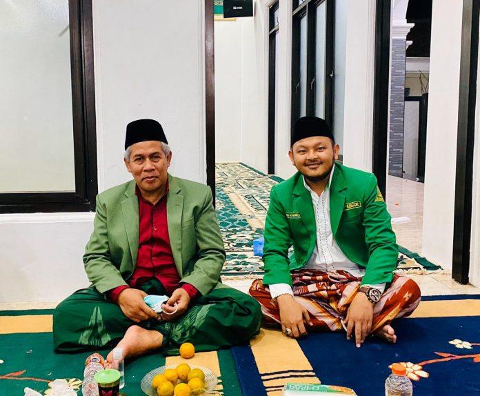 Dari Kiri, Ketua PWNU Jawa Timur KH. Marzuki Mustamar dan Ketua PC GP Ansor Sampang Gus Khoiron Zaini